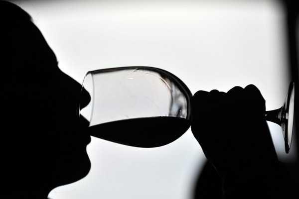 https://ekaenlinea.com/wp-content/uploads/2014/04/exportacion-vino-chileno-20_155733-L0x0.jpg