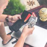 Seguridad financiera: Aprenda cómo prevenir las estafas mientras viaja fuera del país