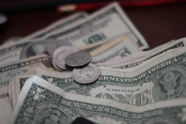 Banco Central recurre a compra y venta de divisas para evitar cambios abruptos en el dólar
