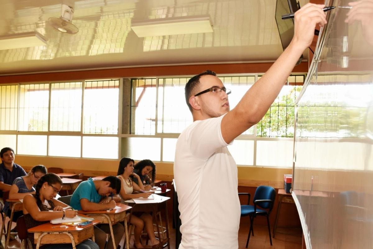 TEC ofrece clases gratis de matemática para bachillerato