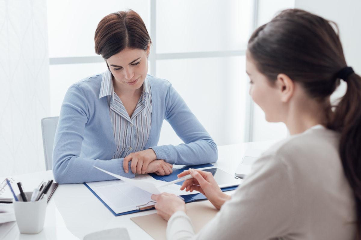 ¿Puedo firmar el contrato de mis empleados y notificarlos en forma electrónica?