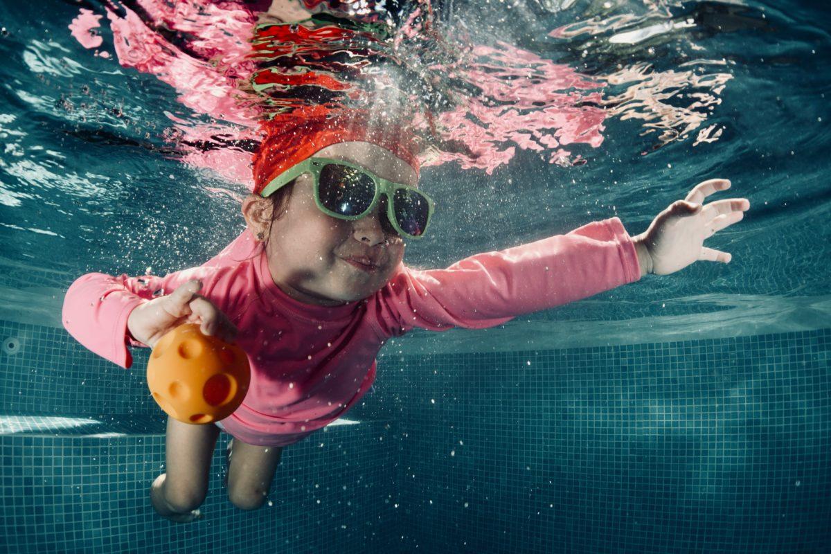 10 consejos para disfrutar en una piscina de forma segura con niños