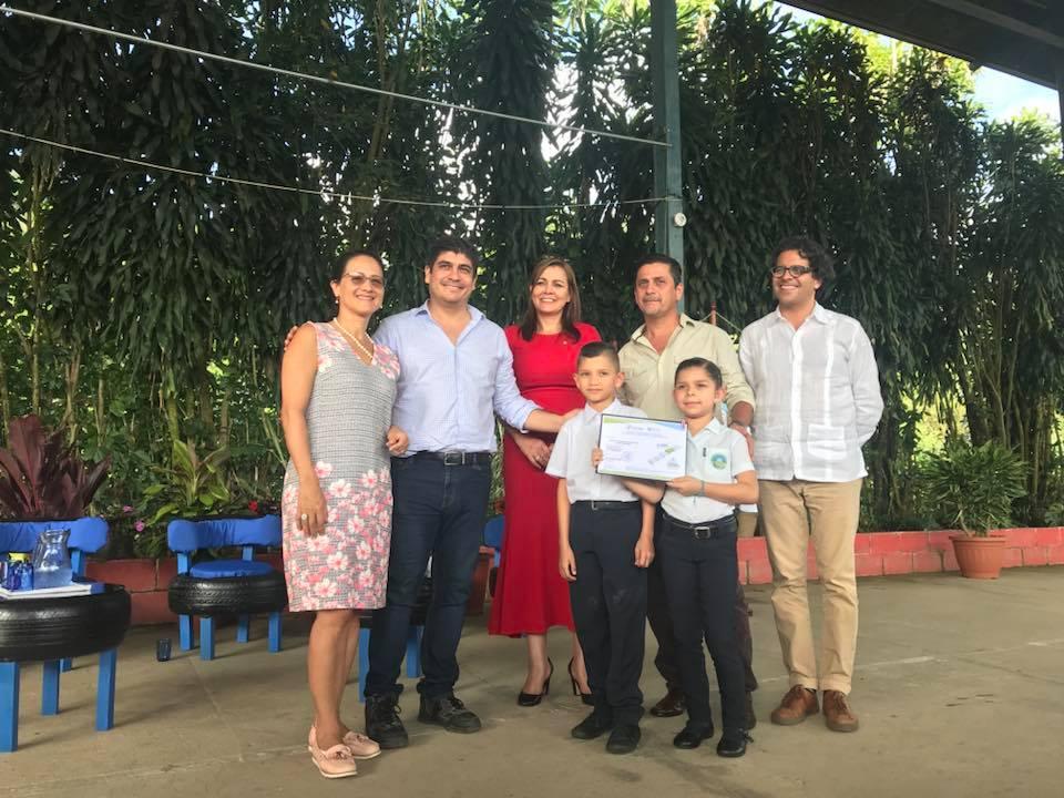 https://ekaenlinea.com/wp-content/uploads/2019/04/Entrega-de-Certificado-Escuela-Chimirol.jpg
