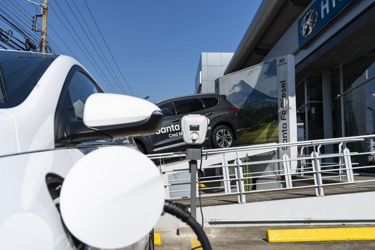 Carros eléctricos cuentan con dos puntos de carga en sucursales de Hyundai