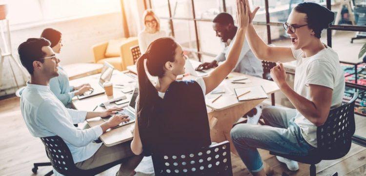 Jóvenes ticos quieren concluir la universidad y ser emprendedores
