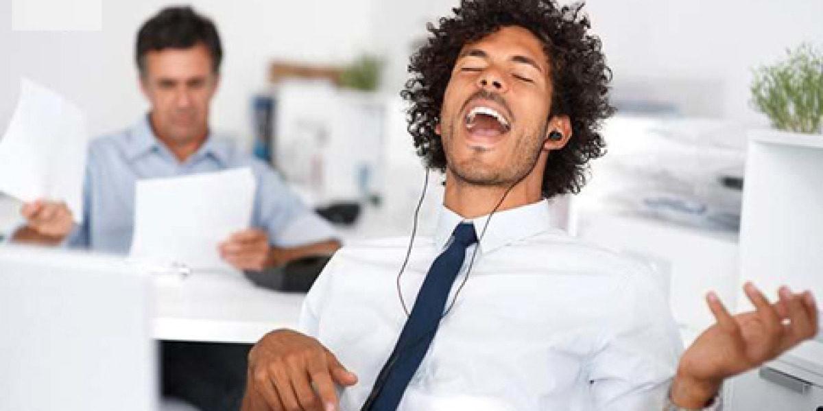 Conozca los beneficios de escuchar música en el trabajo