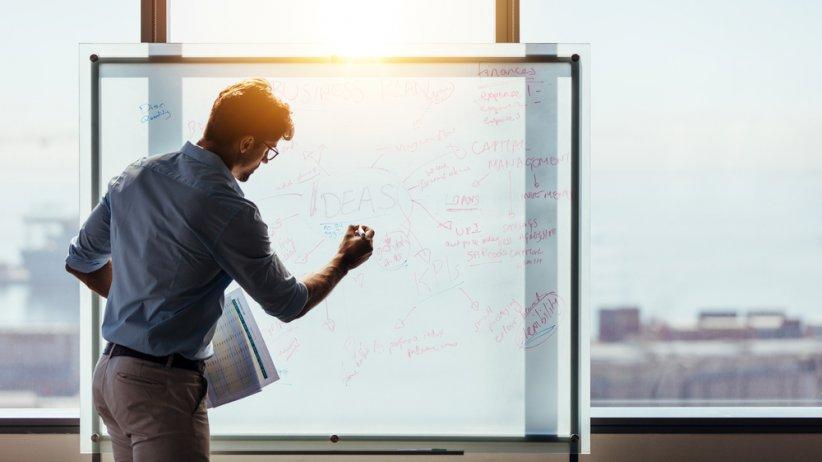 ¿Qué función desempeña el aprendizaje organizativo de las Mipymes según su orientación estratégica?