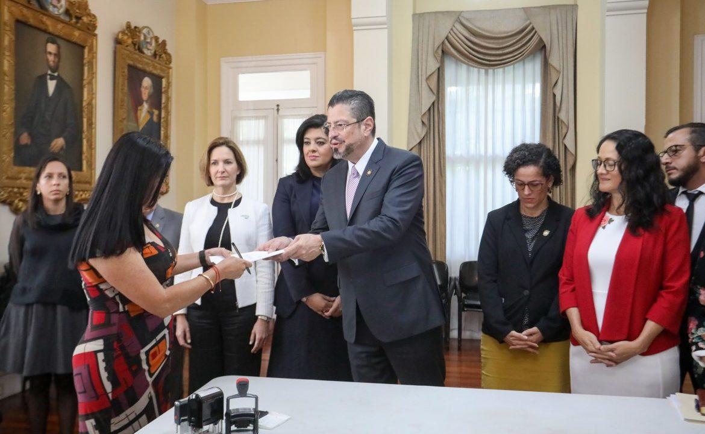 https://www.ekaenlinea.com/wp-content/uploads/2020/02/Cobertura-en-Asamblea-Anuncio-Económico_Foto-Julieth-Méndez_10-02-2020-10-1170x720.jpg