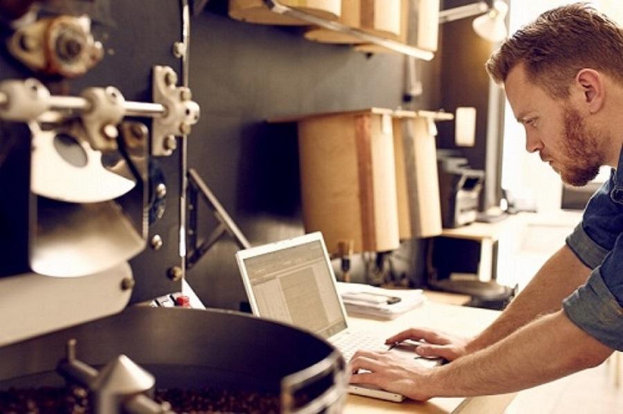Emprendedores y PYMEs podrán acceder a becas del INA