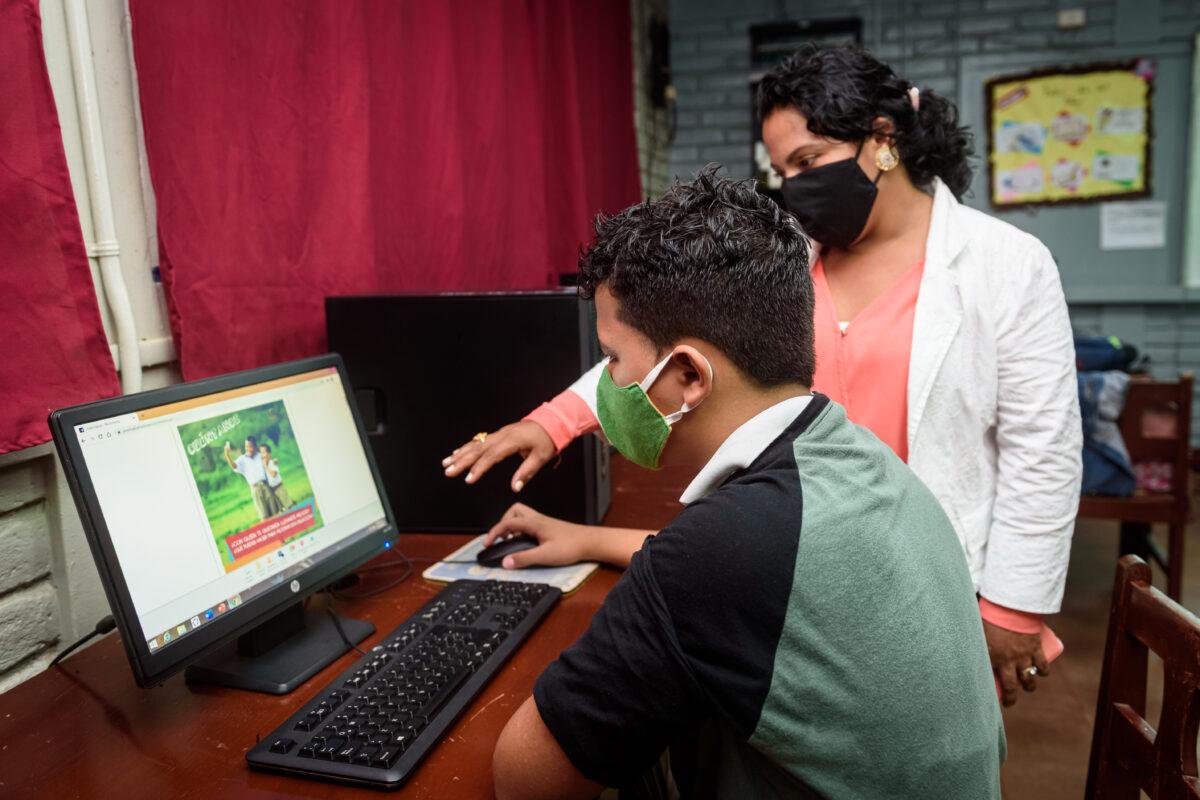 Campaña para apoyar educación de jóvenes