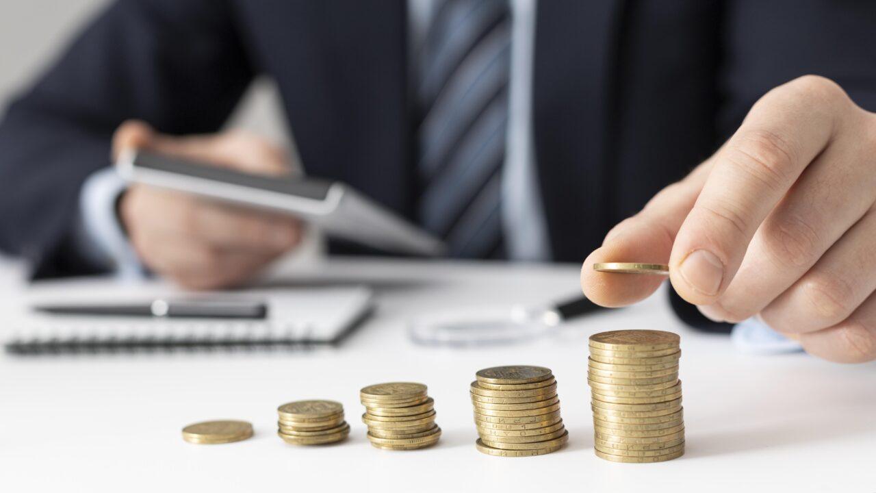 https://ekaenlinea.com/wp-content/uploads/2021/09/front-view-finance-business-elements-assortment-1280x720.jpg